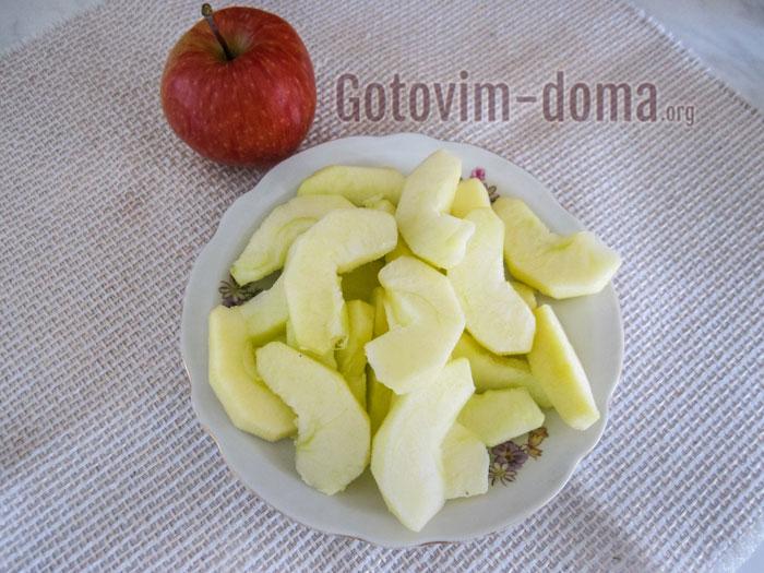 порезать яблоки дольками