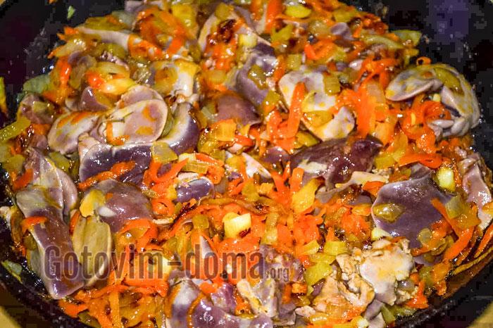 жареная печень с луком и морковкой