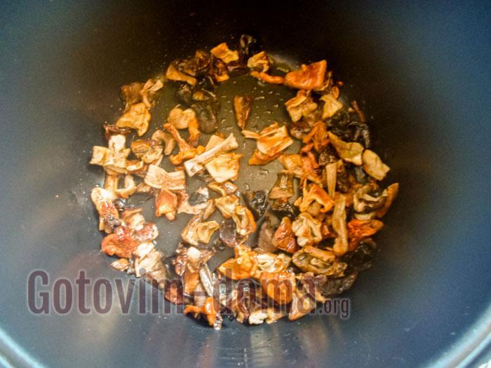 обжарить грибы в мультиварке