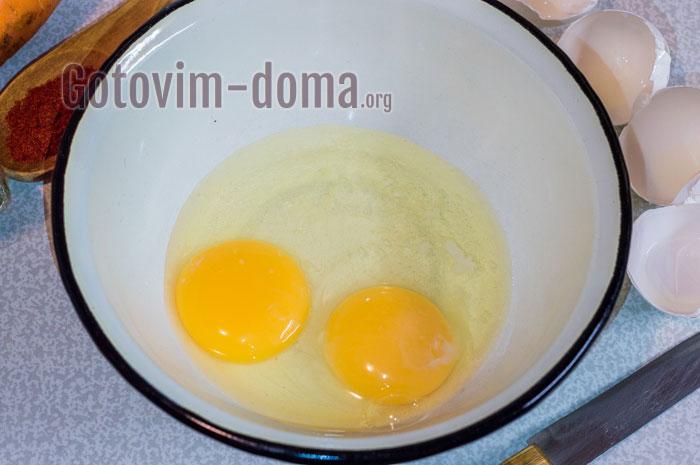 вбить два яйца