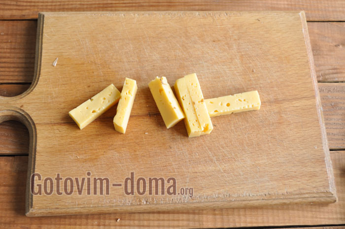 порезать сыр полосками