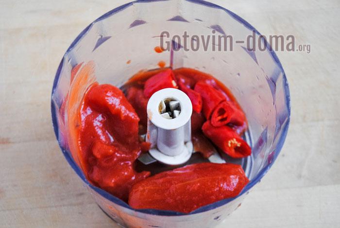 взбить томаты с красным перцем