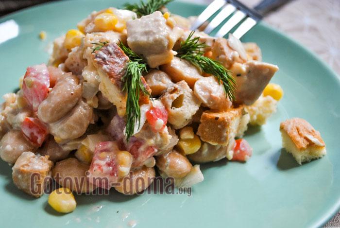 Салат с белой фасолью и сухариками рецепт с фото
