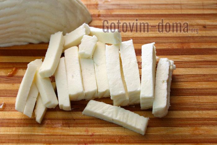 порезать сыр соломкой