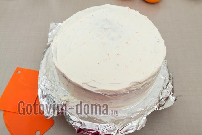 Торту придаем форму.
