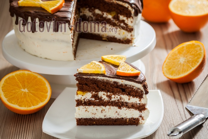 Вкусный бисквитный торт с сырно-сливочным кремом и апельсинами.