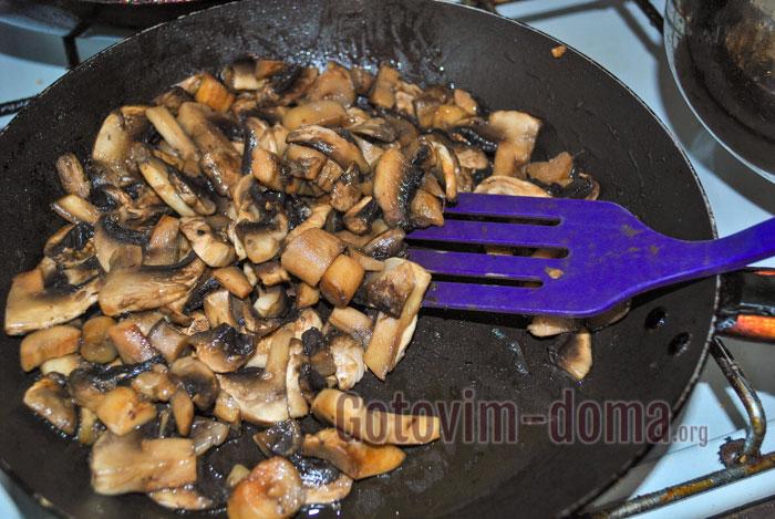 Тем временем наши грибы уже поджарились.