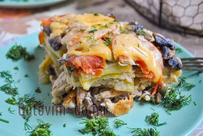 Мясо по-французски с курицей и грибами в мультиварке готово.