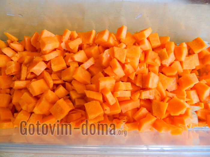 нарезаем морковь