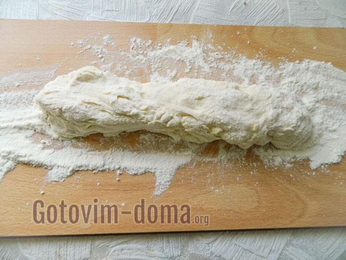 раскатать тесто колбаской