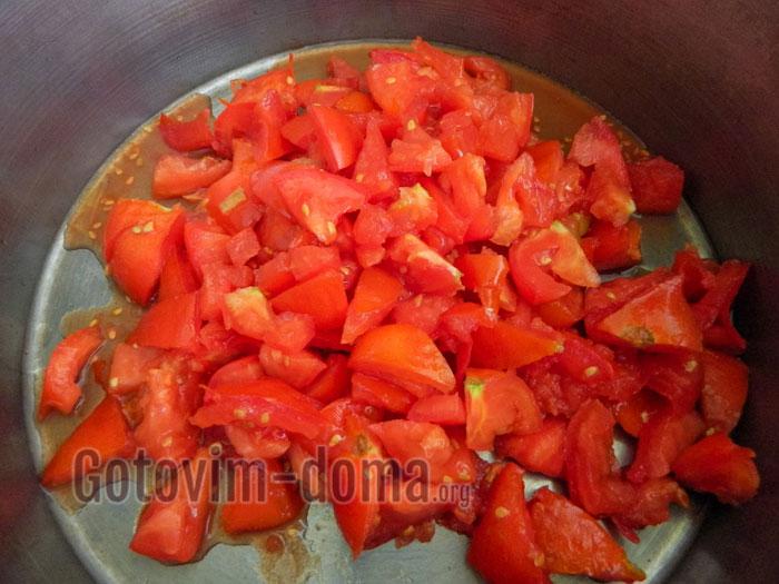 обжариваем томаты на сковороде