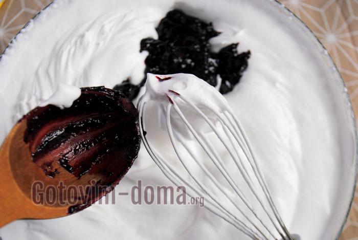 добавить ягодное пюре