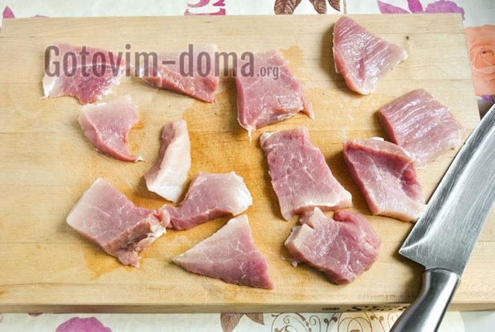 порезать мясо на небольшие кусочки
