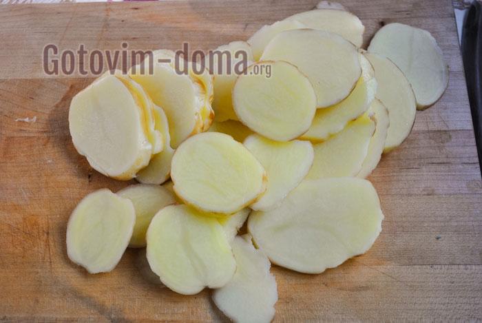 режем картофель кружочками