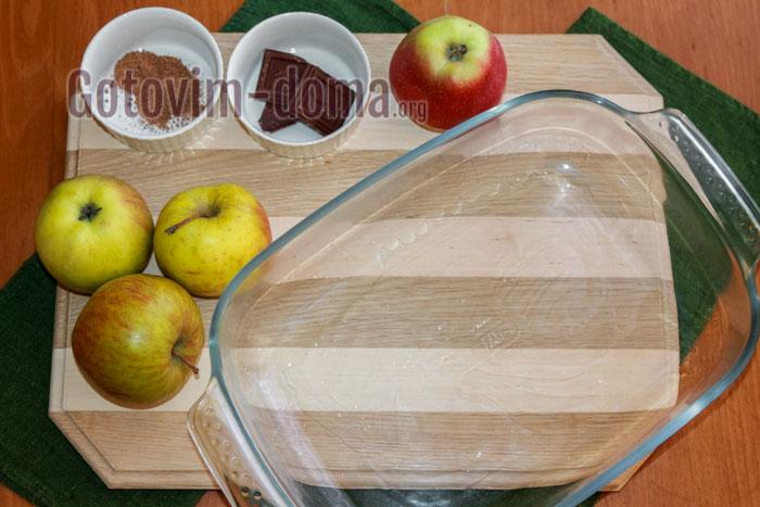 Форму для выпечки или противень смазываем растительным маслом