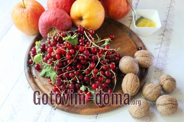 Яблоки, красная смородина, орехи и мед для пастилы