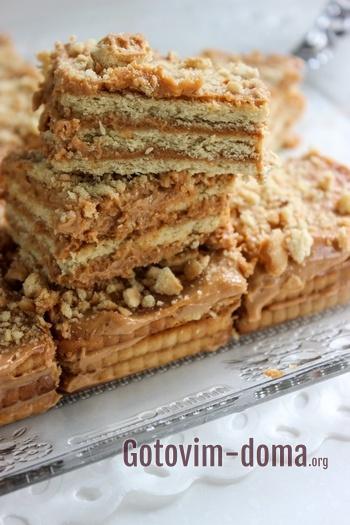 Кусочки торта из печенья без выпечки