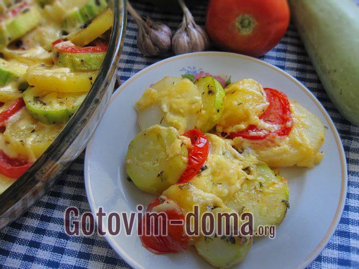 Молодые овощи с чесноком в духовке