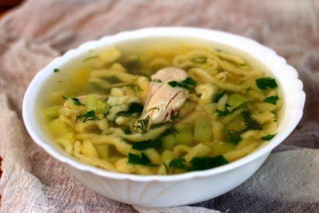 Суп с курицей, кабачками и клецками