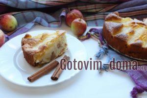Шарлотка с яблоками и дыней,