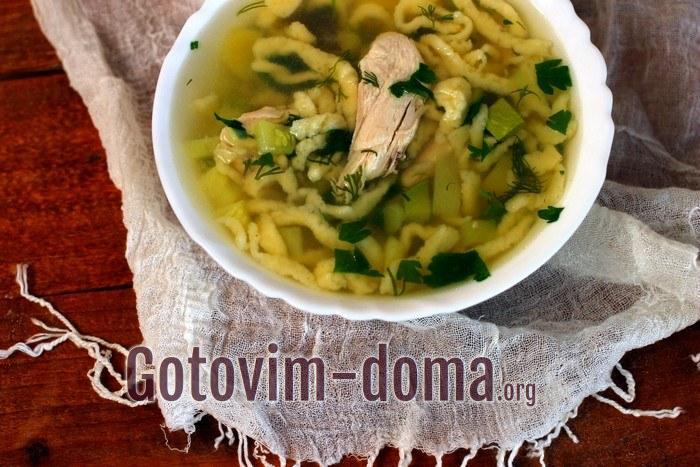 Куриный суп с кабачками и домашней лапшой