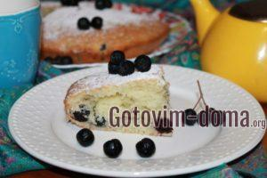 Кусочек пирога с черноплодной рябиной