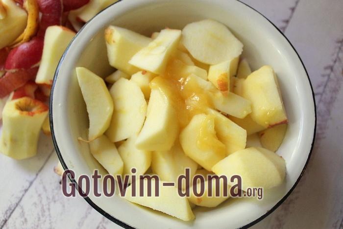 К яблокам для пастилы добавлен мед