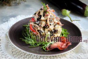 Салат из баклажанов с кальмарами