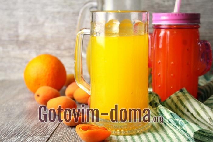 Летний освежающий напиток из фруктов