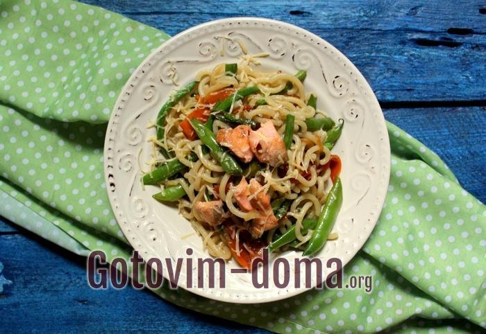 Макароны с овощами и семгой, рецепт с фото