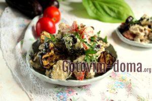 Теплый салат с баклажанами, помидорами и куриными желудками, рецепт с фото