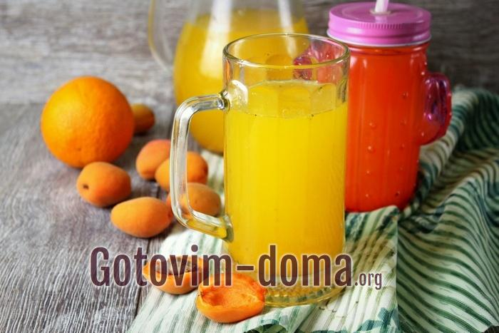 Летний домашний напиток из абрикосов и апельсина