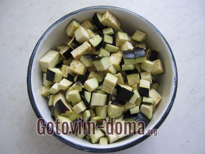 Баклажаны кубиками для салата с гречкой
