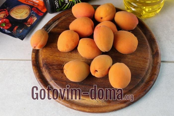 Сладкие и мягкие абрикосы половинками для запекания с курицей