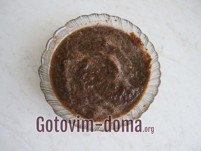 Ингредиенты для заправки салата с гречкой измельчили в блендере