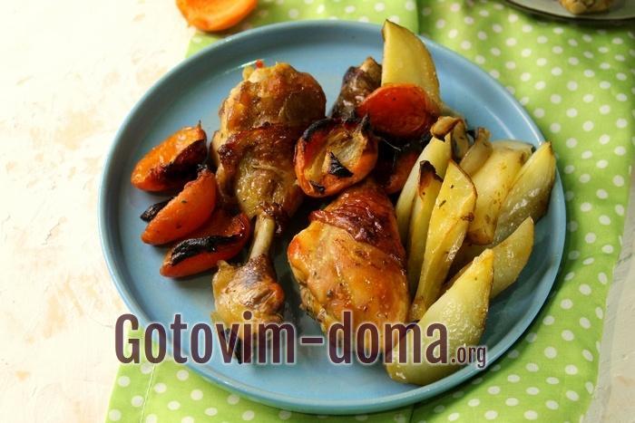 Запеченные куриные ножки с картофелем и абрикосами