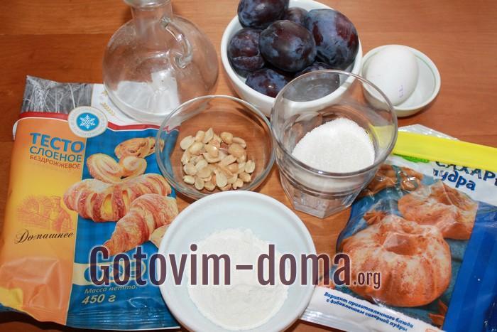 Ингредиенты для пирога со сливами в слоеном тесте