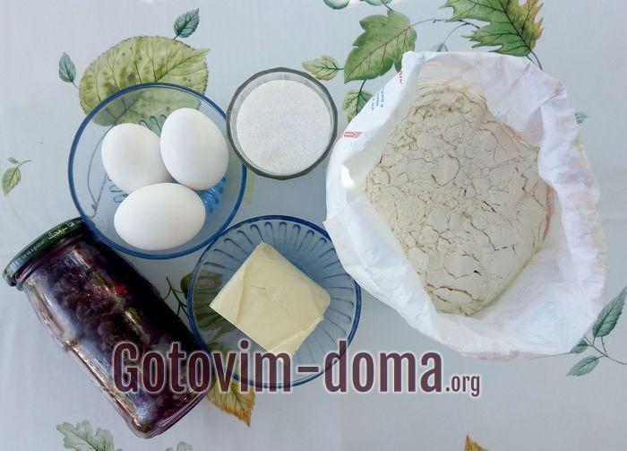 Продукты для кекса с вареньем из смородины