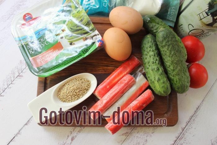 Продукты для салата с киноа и крабовыми палочками
