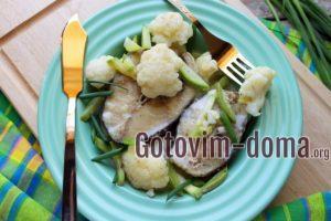 Треска с цветной капустой и кабачком в соусе, рецепт с фото