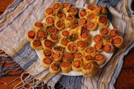 Сосиски в тесте цветочком, рецепт с фото
