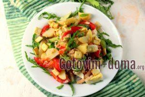 Салат с семгой, огурцом и помидорами, рецепт с фото