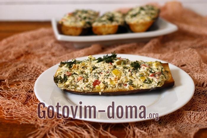 Баклажаны, фаршированные мягким сыром и овощами готовы