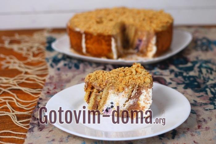 Кусочек торта без выпечки с ягодами