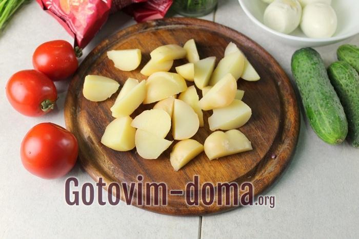Вареный картофель дольками для салата