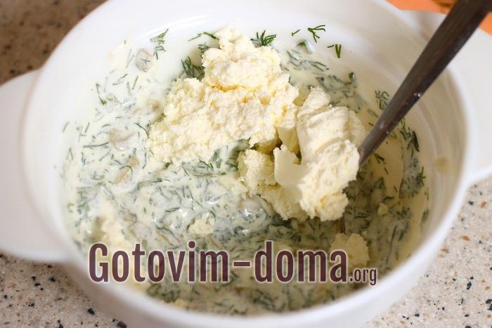 Мягкий сыр, оливки, укроп и сметана