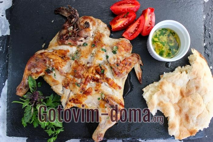 Цыпленок табака на сковороде, рецепт с фото