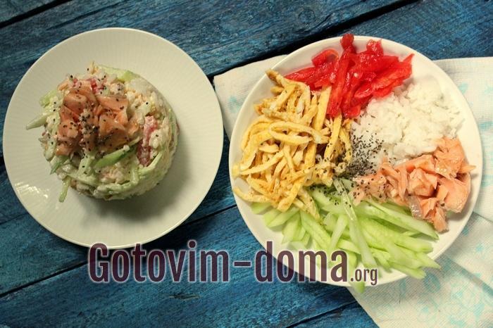 Вкусный салат с рисом, овощами и семгой, рецепт с фото