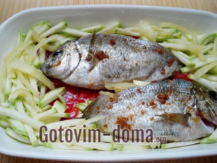 Рыба дорадо в овощах для запекания в духовке.