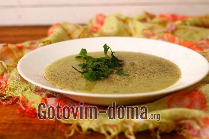 Готовый суп-пюре из картофеля с луком-порей